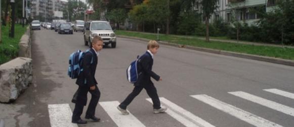 Дорожные полицейские проследят за безопасностью школьников на осенних каникулах