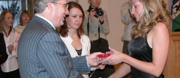 Виктор Толоконский вручил аттестаты выпускникам лицея.