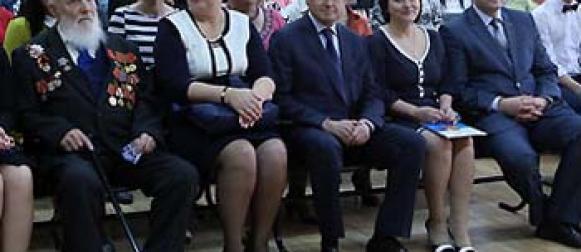 Эдхам Акбулатов поздравил красноярских школьников с праздником Последнего звонка