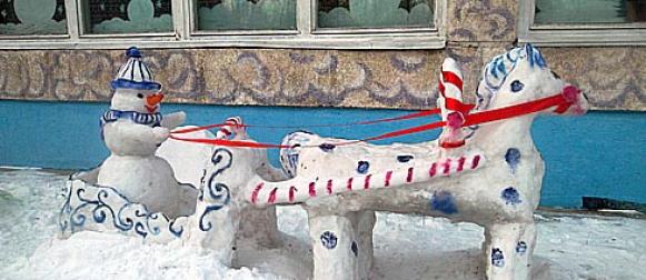Несколько тысяч баночек гуаши потребовалось для дошколят на снежные фигуры